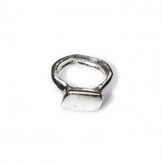 Monolite, anello fatto a mano