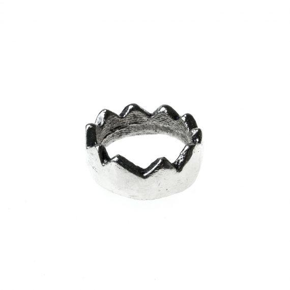 Anello in argento a forma di corona