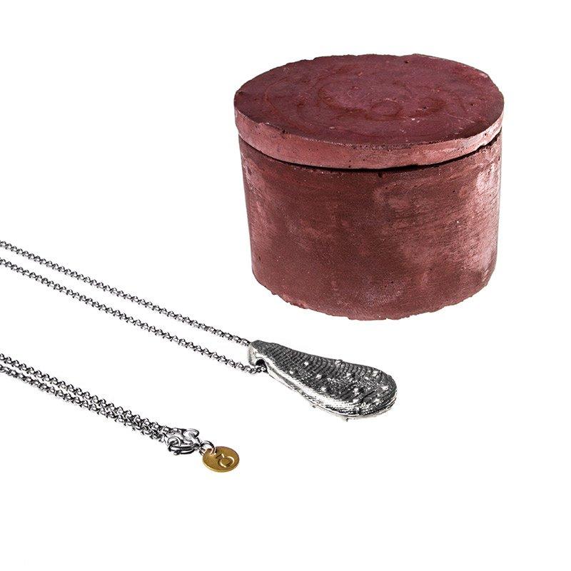 """Collana """"Tesoro di Ortigia"""" con packaging in cemento rosso"""