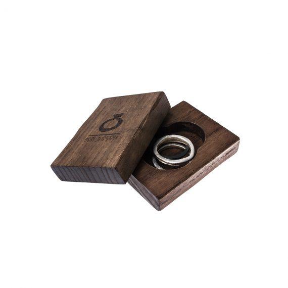 anello-in-argento-massiccio-IIIO-packaging-legno.jpg