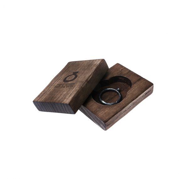 Packaging in legno con anello sottile Ginepro