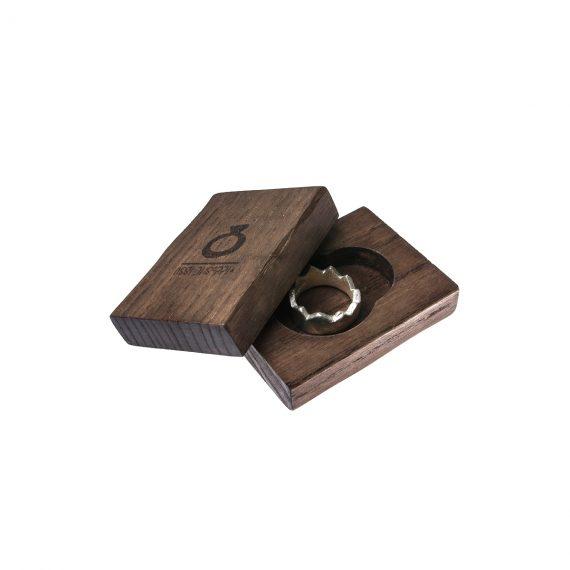 anello-in-argento-massiccio-roeil-packaging-legno.jpg