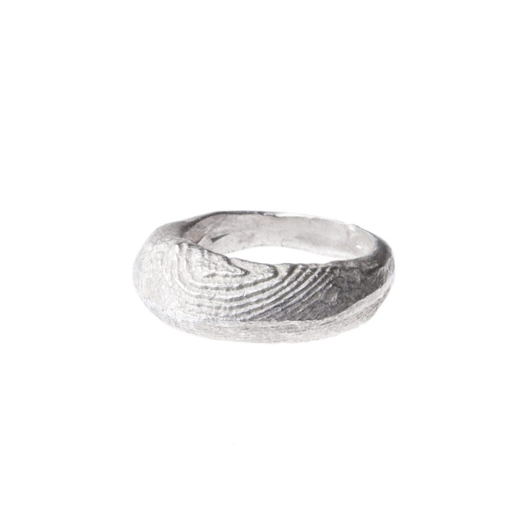 Anello in argento con texture