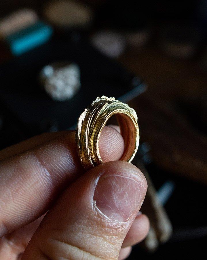 Fedi in oro grezze -  fusione in osso di seppia realizzata a San Marino