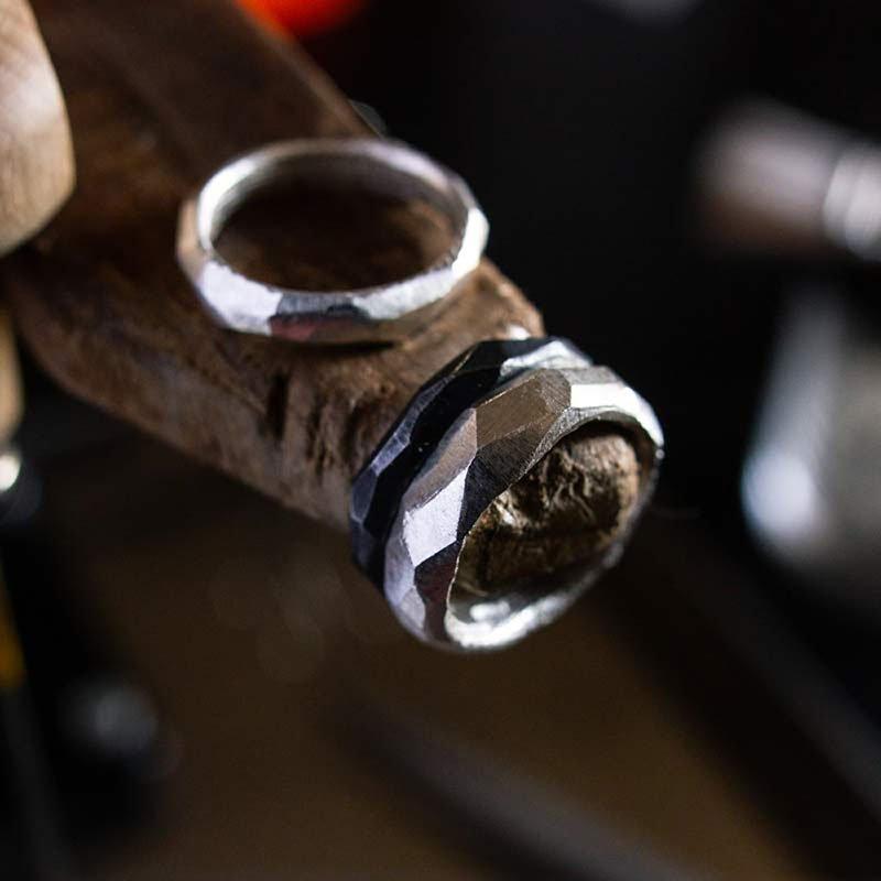 Anelli artigianali realizzato con la fusione in osso di seppia