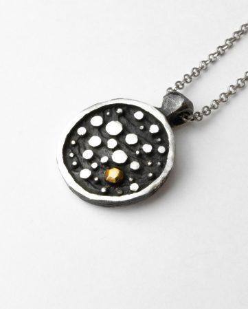 Pendente in argento con dettaglio in oro 18 carati